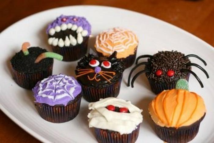 Halloween-Süßigkeiten-minikuchen-mit-motiven