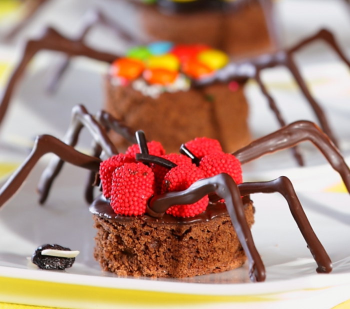 Halloween-Süßigkeiten-spinne-mit-obst