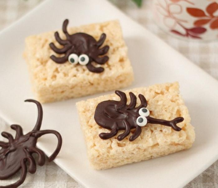 Halloween-Süßigkeiten-weiß-teller-schokolade-spinne