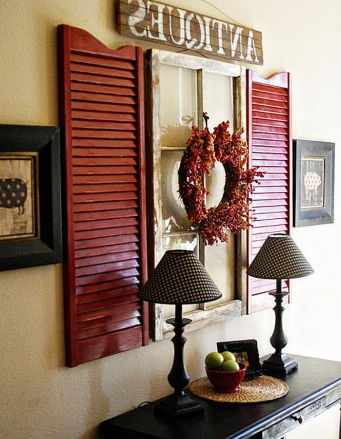 Haus-Wanddekoration-Kranz-Fensterläden-Lampen-Früchte