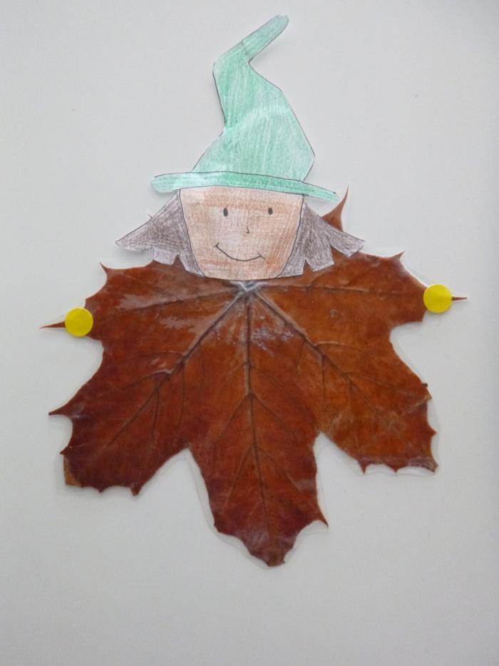 Herbstbasteln-mit-Kindern-blätter-hexe