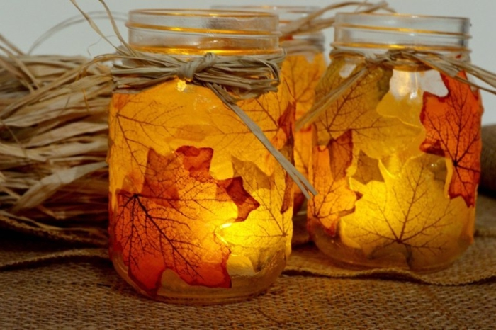 Herbstbasteln-mit-Kindern-blätter-und-kerzenlicht