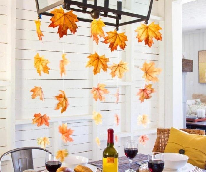 Herbstbasteln-mit-Kindern-hänge-blätter