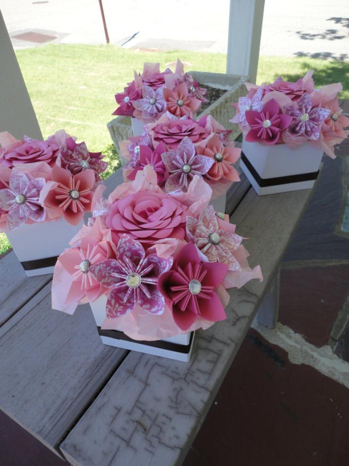 Hochzeitsdekoration-rosa-origami-Blume-Papier-schöne-Komposition