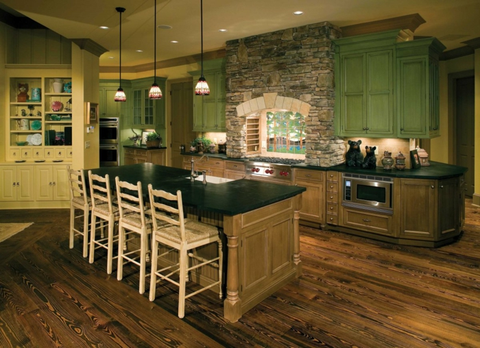 Küche-rustikale-Möbel-Kochinsel-viele-Schränke-grün-braun-Stein