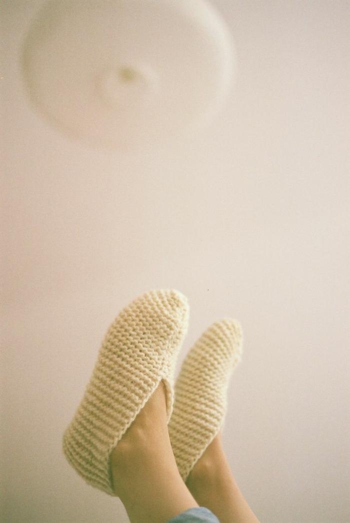 Kinder-Hausschuhe-Wolle-Creme-Farbe-handgemacht