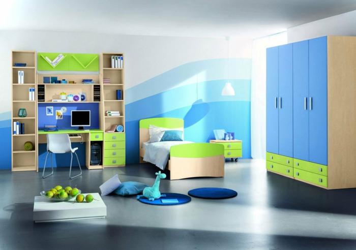Kinderzimmer-Aqua-Nuancen-kleines-Bett-großer-blauer-Schrank-grüne-Schubladen-Nachtisch-Schreibtisch-Regale-eleganter-Nesttisch-Äpfel