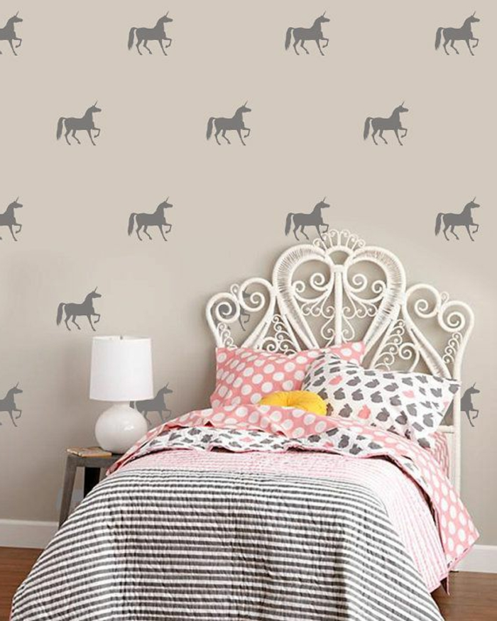 Kinderzimmer-Mädchen-Prinzessin-Bett-rosa-Bettwäsche-Wandsticker-Einhorn