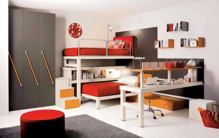 Kinderzimmer-attraktive-Gestaltung-Hochbett-Designer-Schreibtisch-rote-Wanduhr-Hocker-grauer-Kleiderschrank-Bleistifte-Griffe