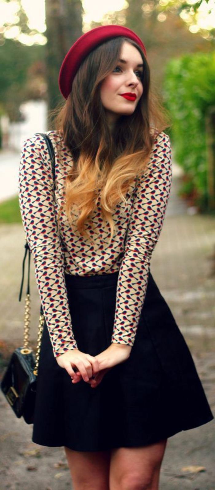 Mädchen-schicker-Outfit-Bluse-schwarzer-Rock-rote-mütze-Herbst-Mode