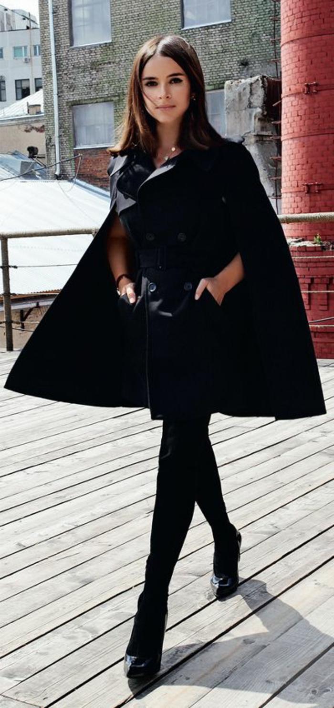 Miroslava-Duma-cape-mantel-schwarz-elegantes-Modell