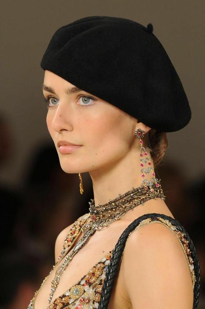 Modell-Revue-Schmuck-schwarze-Mütze-französischer-hut-klassisches-Modell
