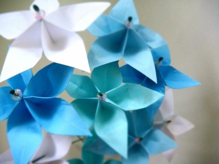 Origami-Blumen-blaue-Nuancen-herrliche-Dekoration-handgemacht