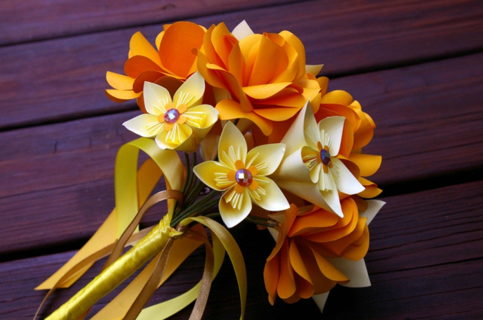 Papierblumen-gelb-orange-Hochzeitsstrauß-origami-kunst
