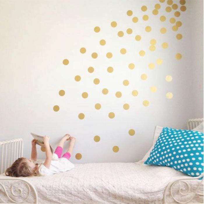 Polka-Dot-Wandtattoos-für-kinderzimmer-goldene-Farbe-weiße-Wand