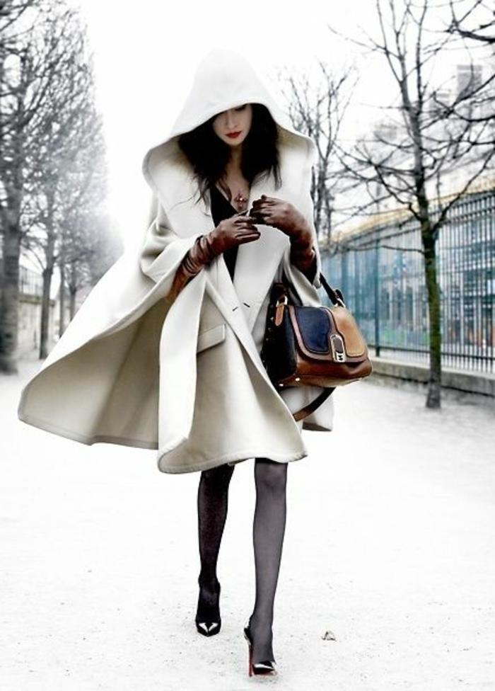 Poncho-Mantel-beige-elegantes-Modell-Kapuze