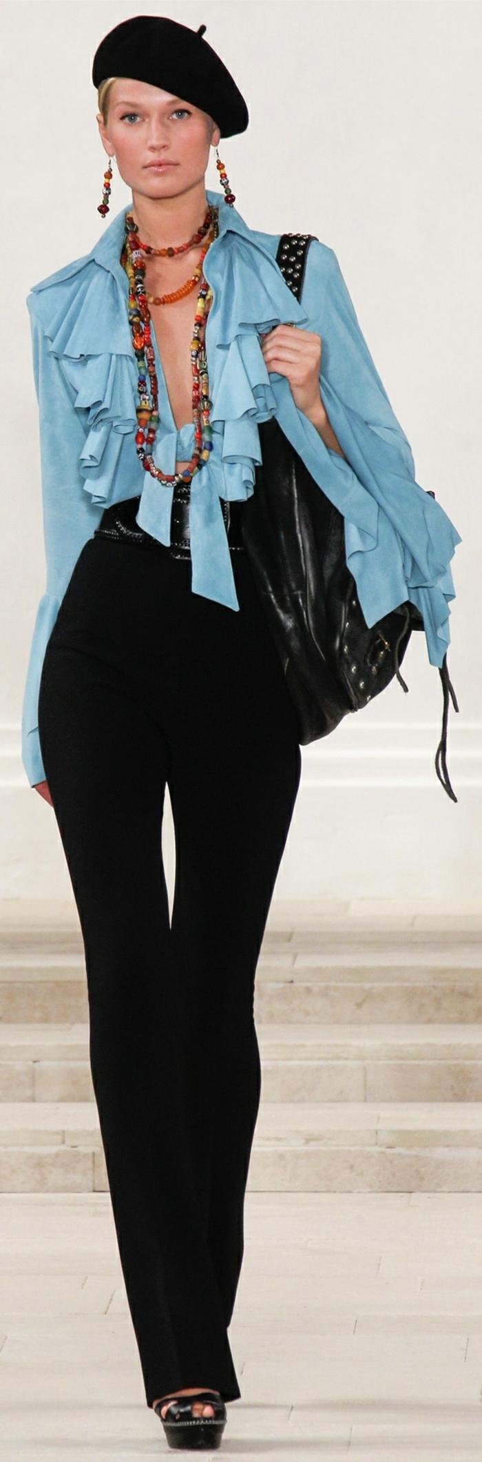 Ralph-Lauren-Kollektion-2013-Barett-Mütze-schwarz-klassisches-Modell-Schmuck-blaues-Hemd-schwarze-Hosen-Ledertasche