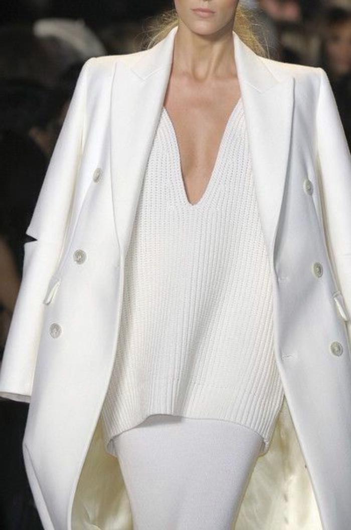 Revue-weiße-Kleidung-Pullover-Rock-Mantel
