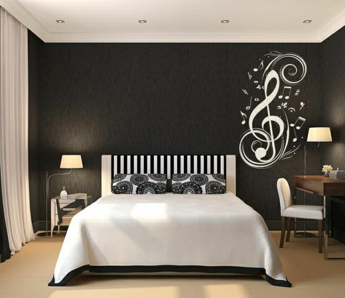 Schlafzimmer-schwarz-weiße-Gestaltung-coole-Wandtattoo-Noten
