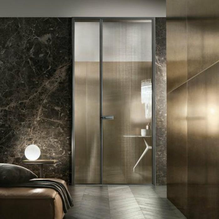 Schlafzimmer-stilvolle-Gestaltung-Glastür