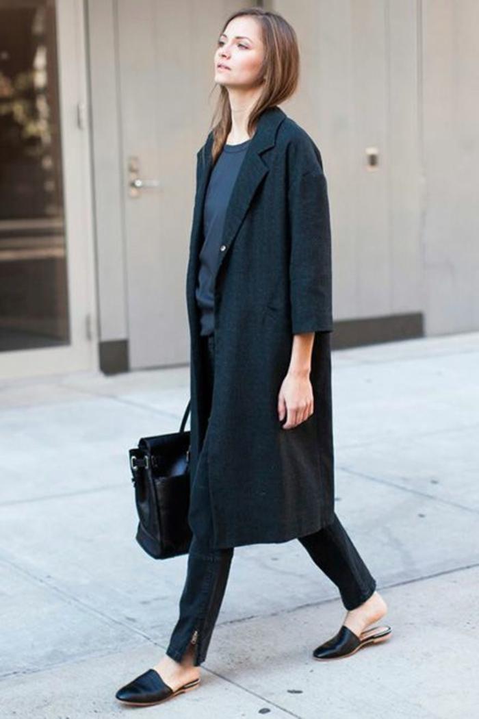 Langer schwarzer mantel kombinieren
