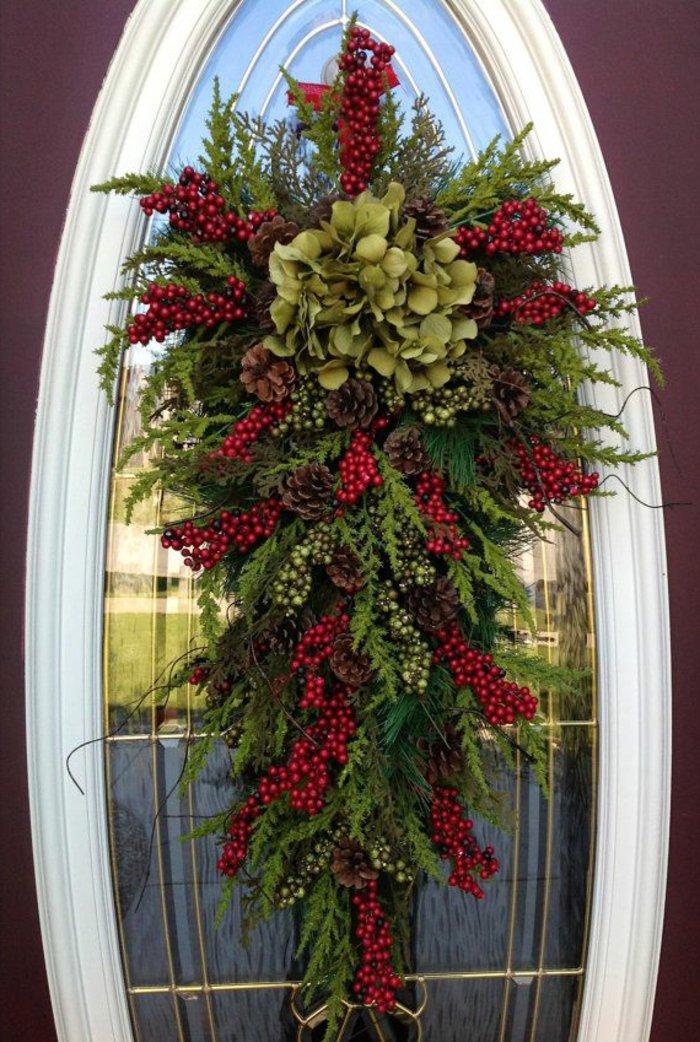 Türdekoration-weihnachtliche-Deko-Kranz-Erlenzweige-Zapfen