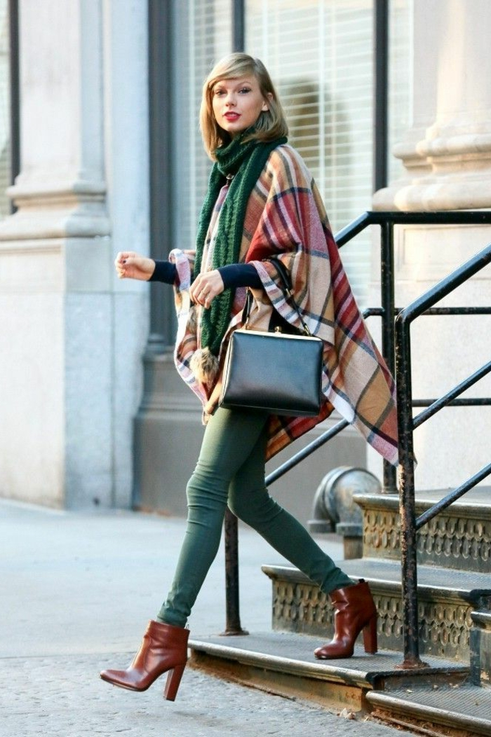 Taylor-Swift-Poncho-cape-mantel-eleganter-Outfit