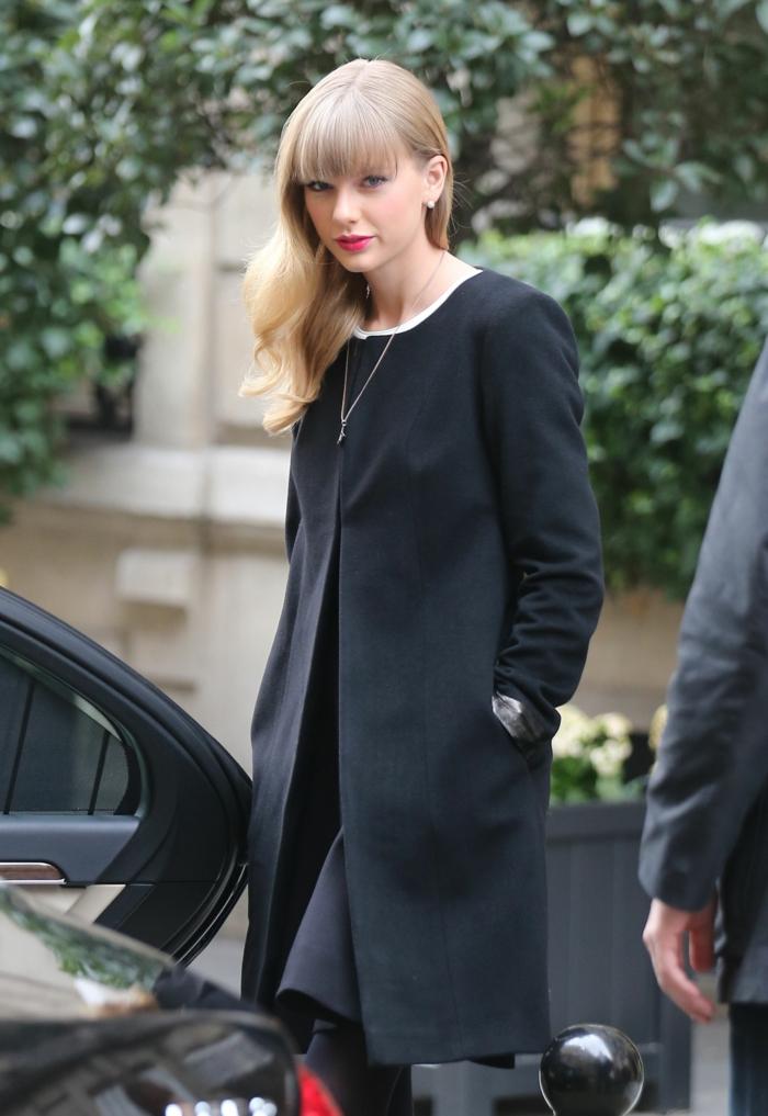Taylor-Swift-Mantel-elegantes-Modell