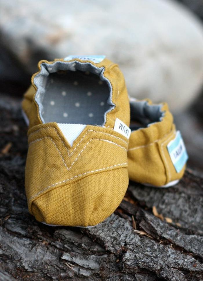 Textil-Schuhe-Kinder-Senf-Farbe-originelles-Modell