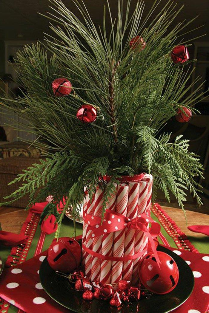 Tischdeko-zu-Weihnachten-Erlenzweige-Strauß-Kerzen