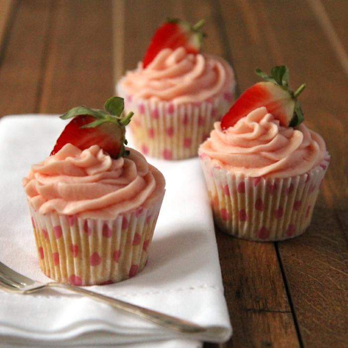 Vanille-Erdbeeren-Cupcakes-Frucht-Dekoration