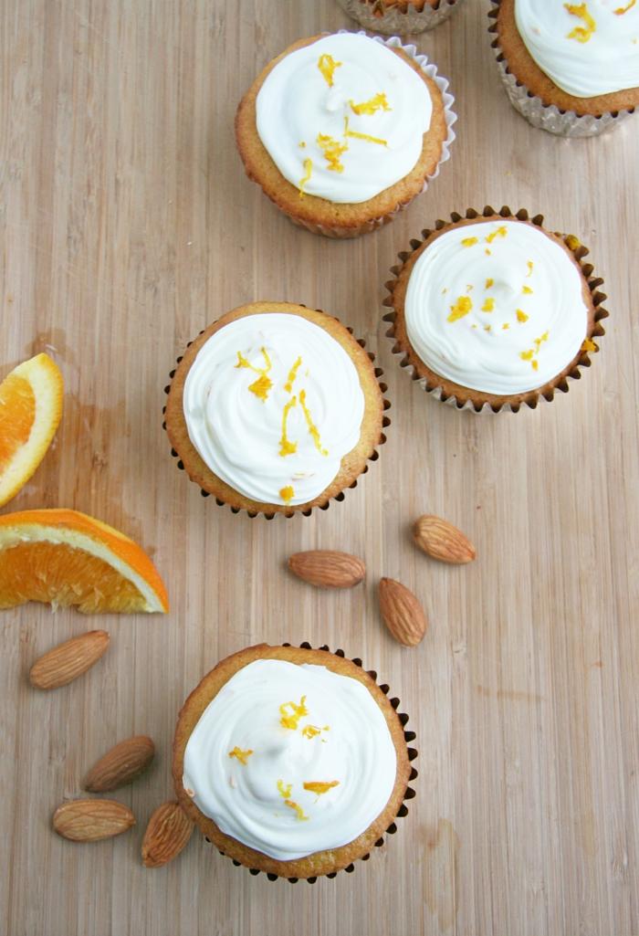 Vanille-Orange-Cupcakes-Frischkäse-Frosting-Mandeln