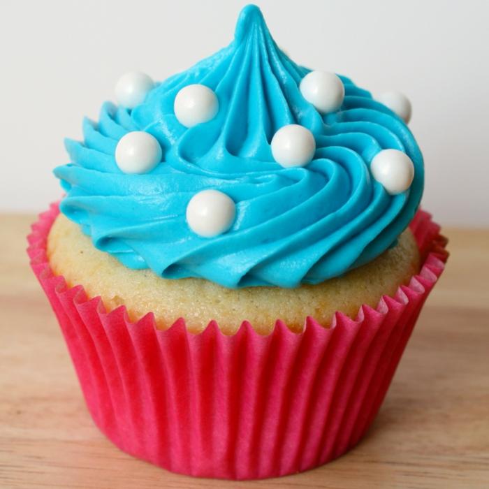 Vanille-cupcake-rosa-Verpackung-blaue-Creme-originell-kreativ-süß