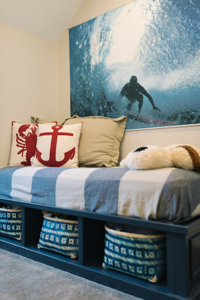 Wandgestaltung-Wohnzimmer-attraktiv-und-kissen