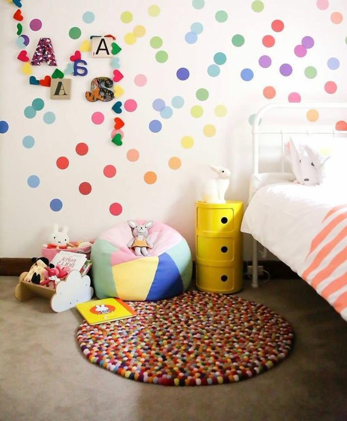 Wandtattoos-für-kinderzimmer-bunte-Punkte
