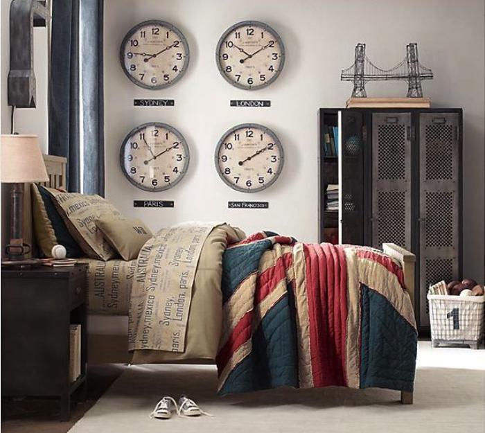 Wanduhren-modern-Schlafzimmer-schöne-Bettwäsche