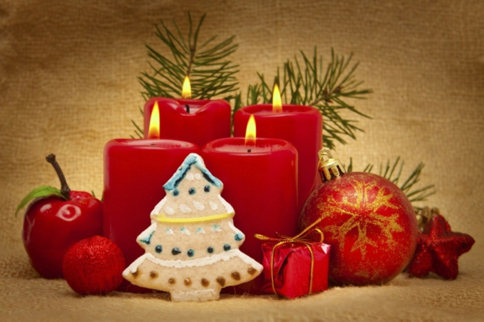 Weihnachtsdekoration-ideen-rote-Komposition-Tischdekoration-Kerzen-Souvenirs