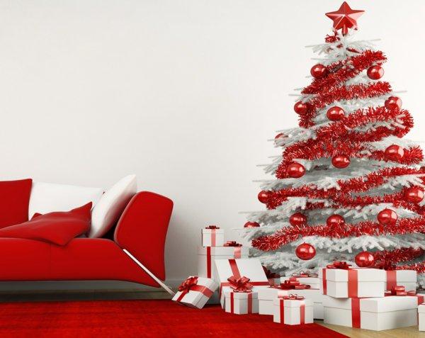 Weihnachtsdekoration-weiss-rot-künstlicher-tannenbaum