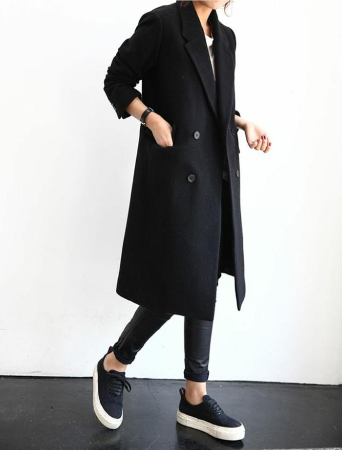 Wintermantel-Damen-schwarz-langes-Modell-Leggings-Turnschuhe