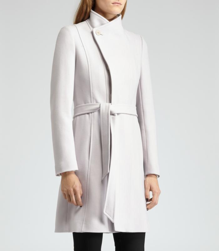 Wintermantel-damen-weiß-Slim-fit-modell-elegant