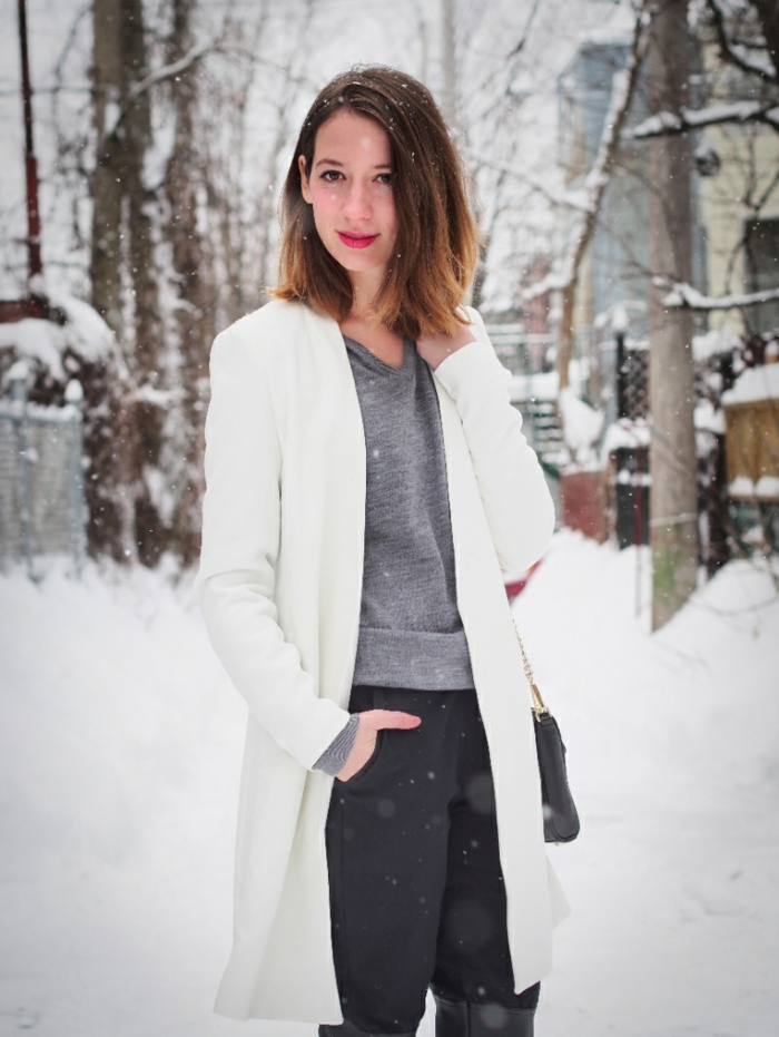 Wintermantel-damen-weiß-schwarze-Hosen-graue-Bluse