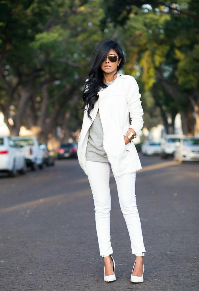 Zara-Mantel-kurzes-weißes-Modell-extravagant-kokett-sexy