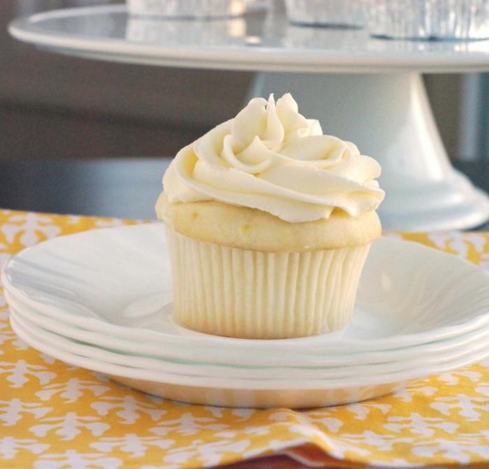 Zitronen-Cupcake-Vanille-Creme-süß-kokett