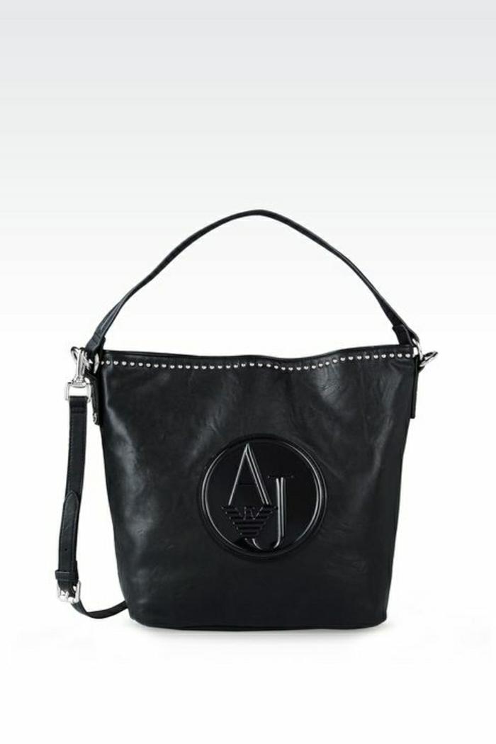 armani-taschen-groß-und-schwarz