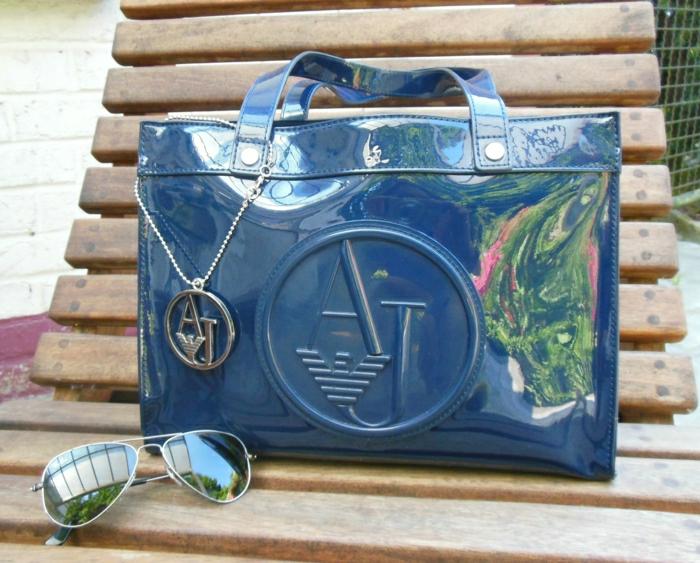 armani-taschen-sonnenbrille-blau-glanz