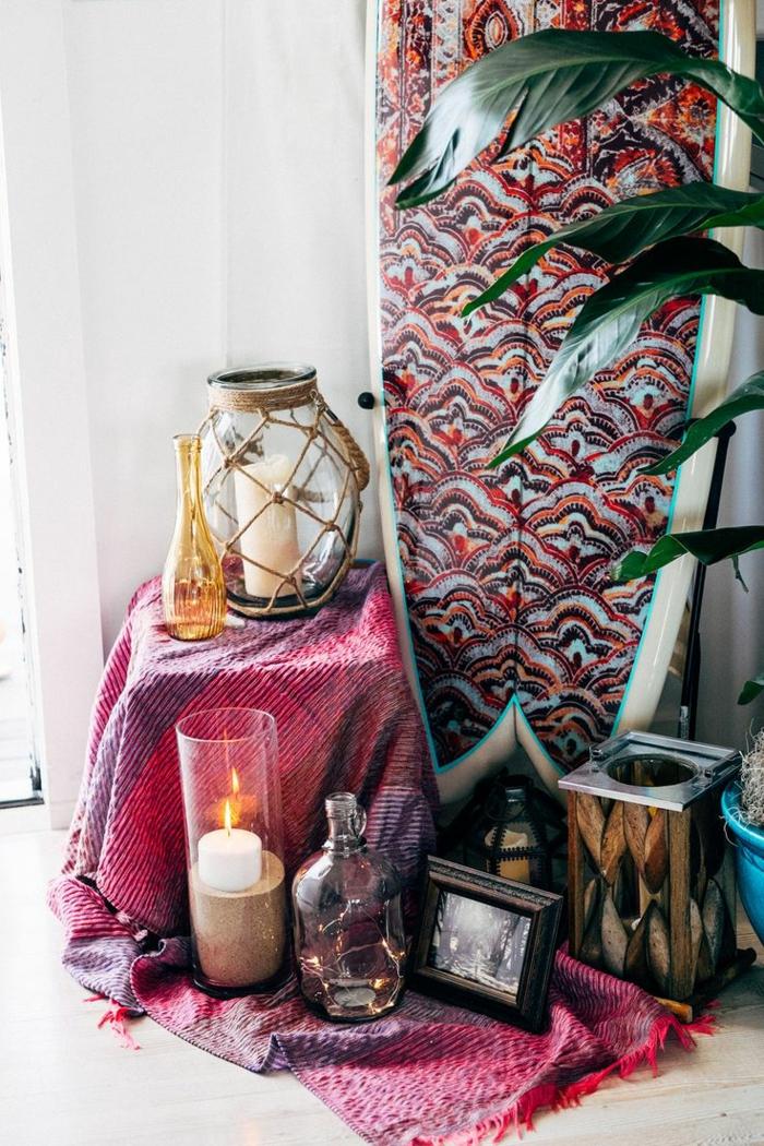 artistische-Ecke-Boho-Dekoartikel-Kerzen-Einmachgläser-Topfpflanze