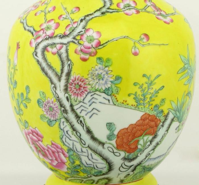 asiatische-keramische-Tischlampe-grelle-Farbe-Ornamente