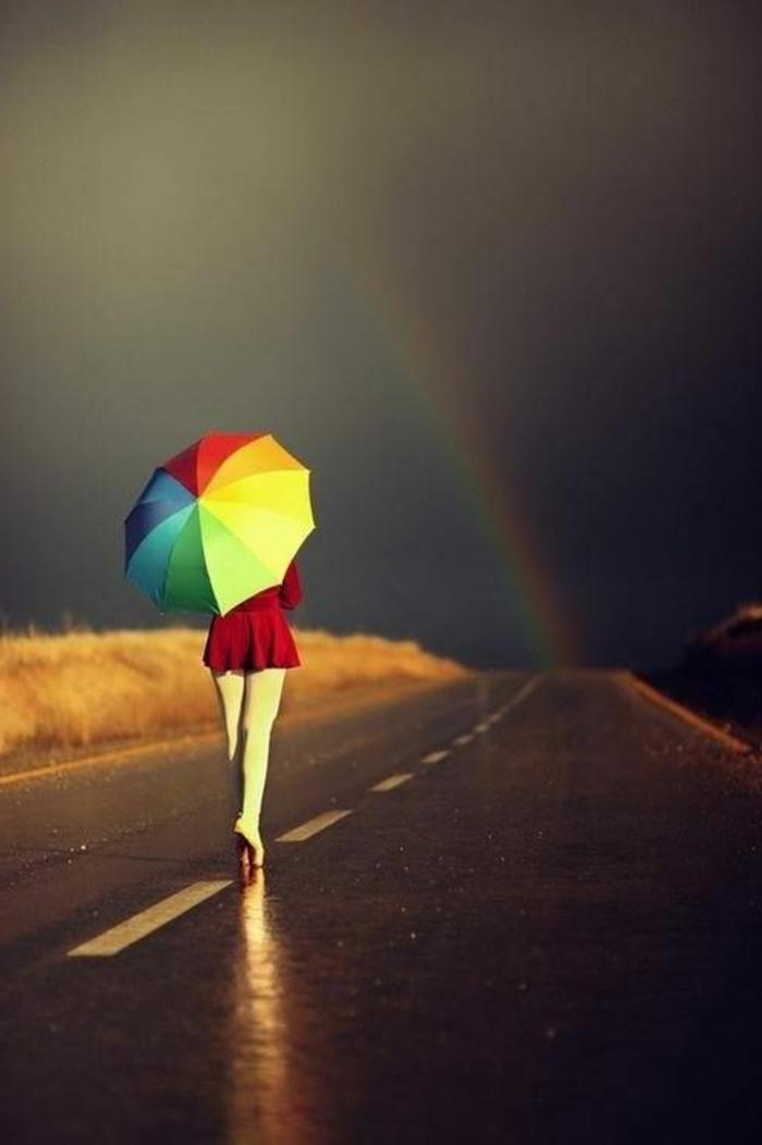 ausgefallene-regenschirme-viele-bunte-farben