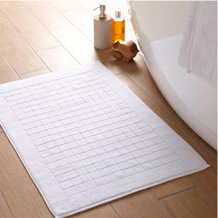 baumwolle-badematte-viereckiges-design-in-weiß