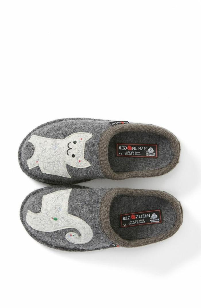 bequeme-Hausschuhe-verfilzte-Wolle-grau-Dekoration